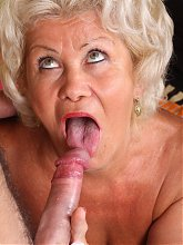 Chunky mature Francesca takes a young cock in her snatch and gets a mouthful of jizz live