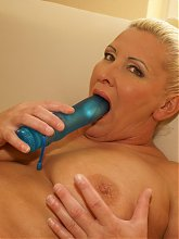 Horny lonely mature slut loves playing with herself